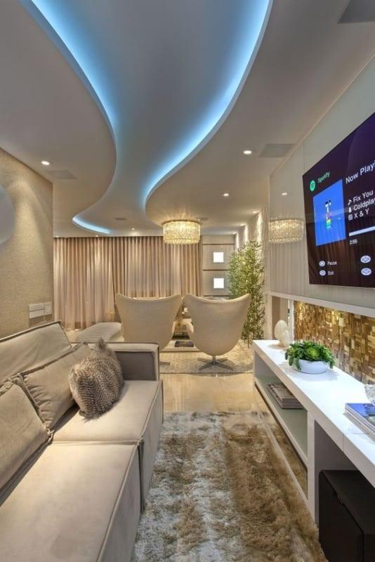 sala moderna com sanca de gesso e iluminacao