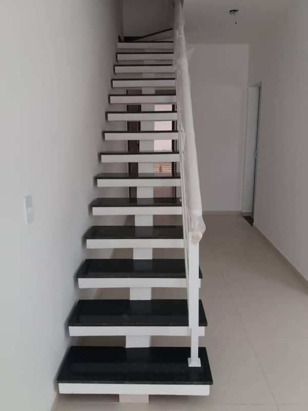 escada reta pre moldada com viga central