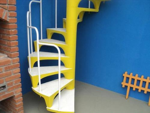 escada pre moldada colorida em formato caracol