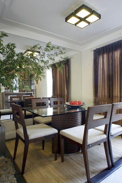 sala de jantar com forro e moldura em gesso