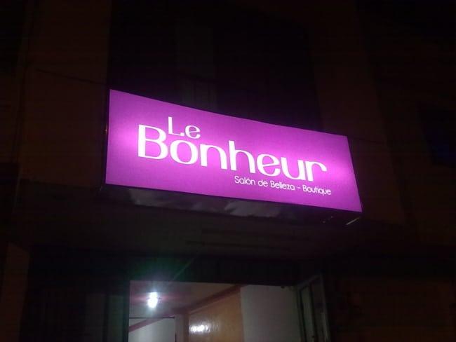 Nomes de lojas femininas francesas veja essa fachada 1