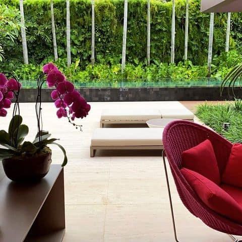 Um jardim luxuoso e perfeito para clientes exigentes