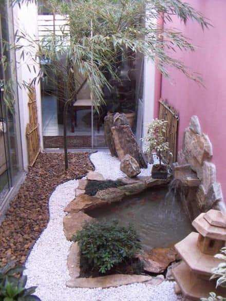 jardim de inverno pequeno com cascata na parede