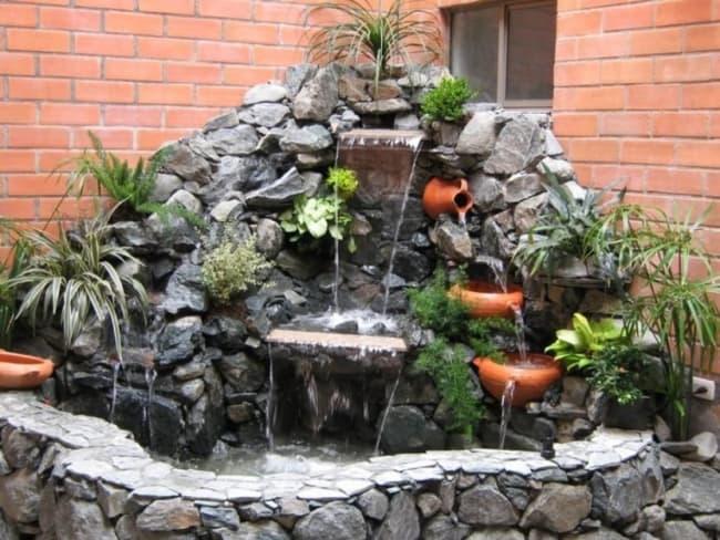 jardim de inverno com fonte com cascata