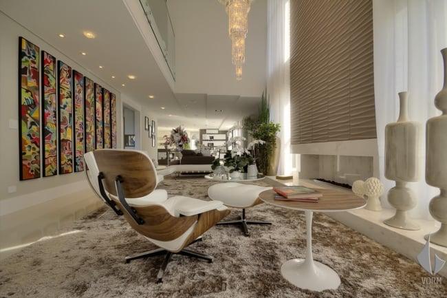sala de estar moderna com poltrona Charles Eames branca