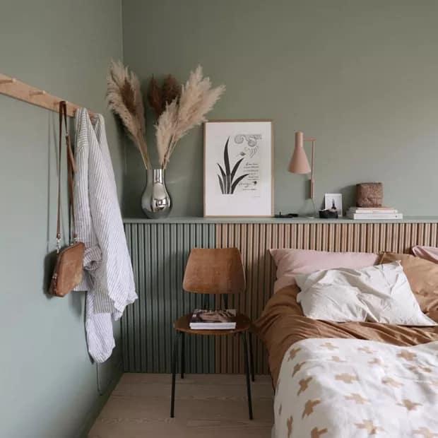 decoracao de quarto em caramelo e verde acinzentado