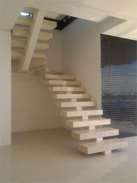 escada de alvenaria com viga central