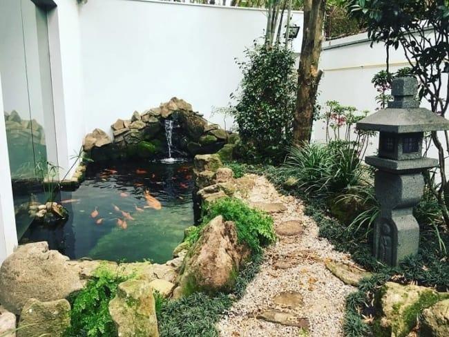 jardim japones com lago e cascata