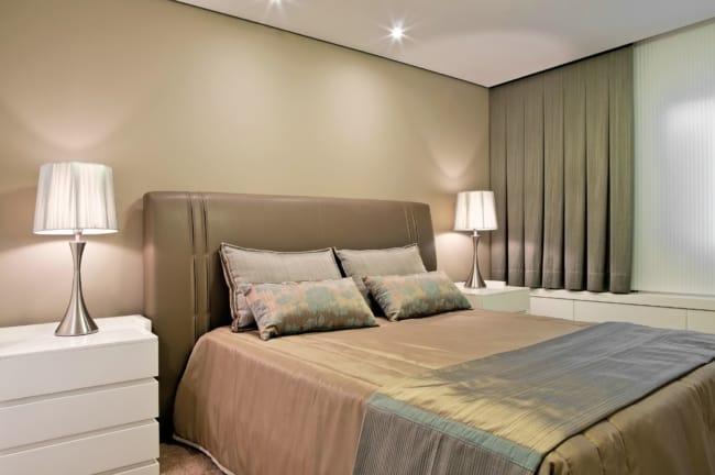 quarto de casal com parede areia