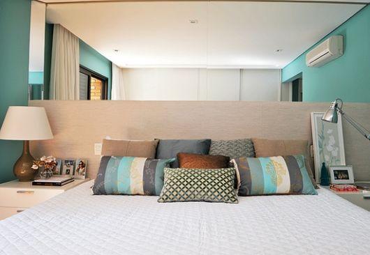 quarto com cabeceira cor areia