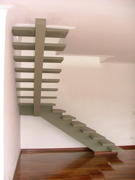 escada de concreto em L com viga central