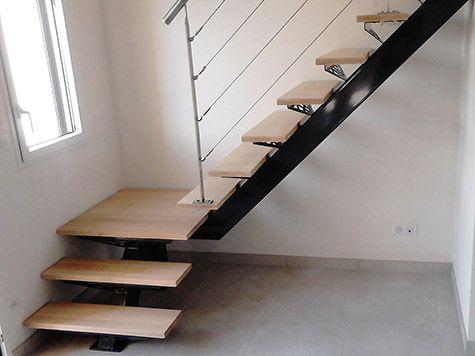 escada espinha de peixe em L com metal e madeira