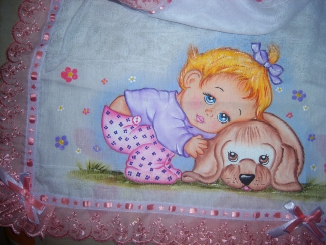 pintura de fralda com bebezinha e cachorro