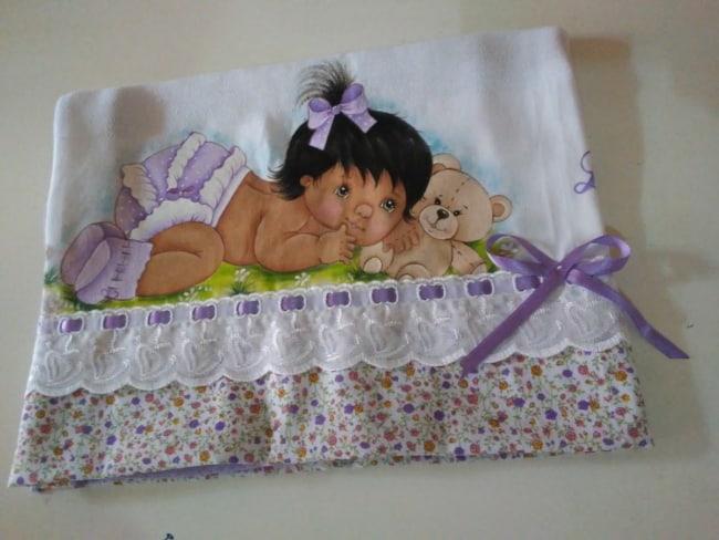 fralda pintada com bebezinha