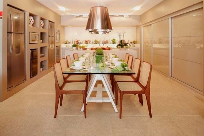 cozinha moderna e grande em cor areia