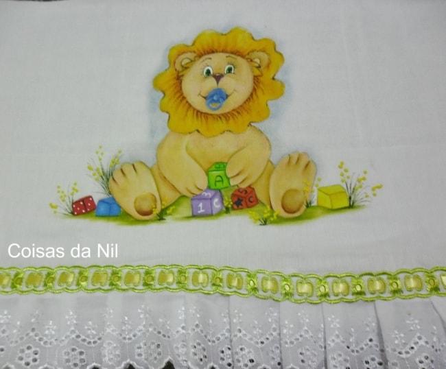 fralda de bebe com pintura de leao