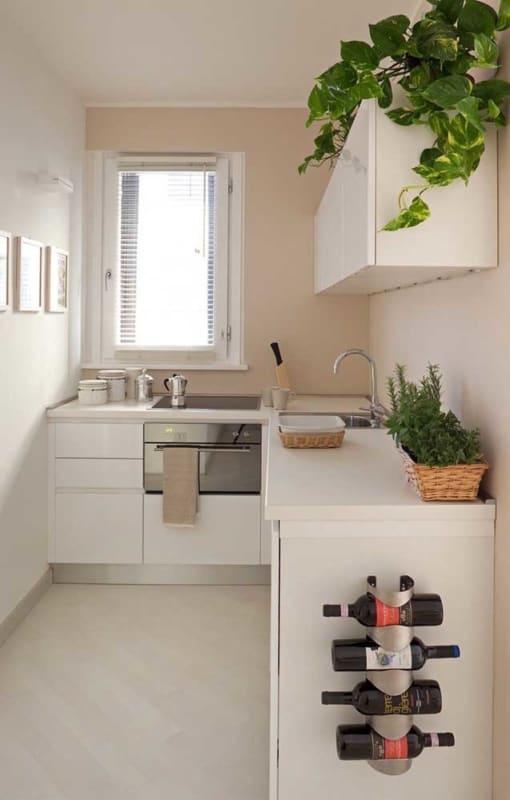 cozinha pequena com parede cor areia