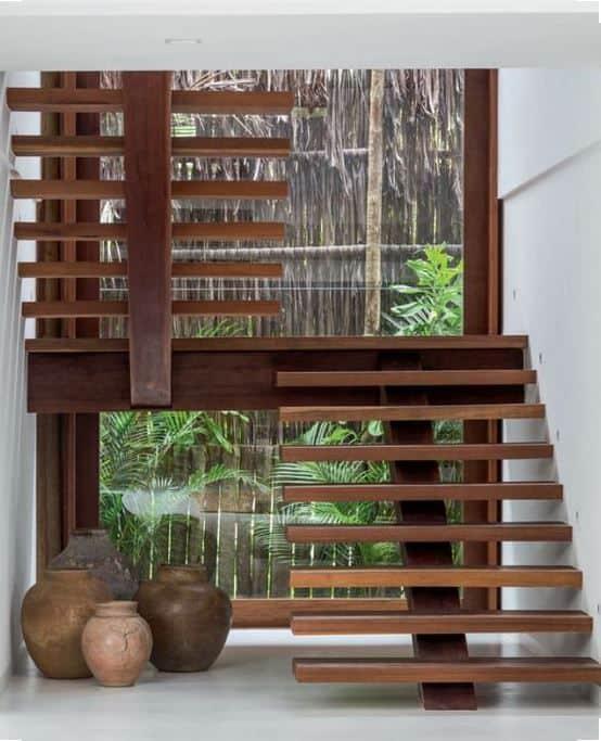 escada espinha de peixe em U com estrutura de madeira