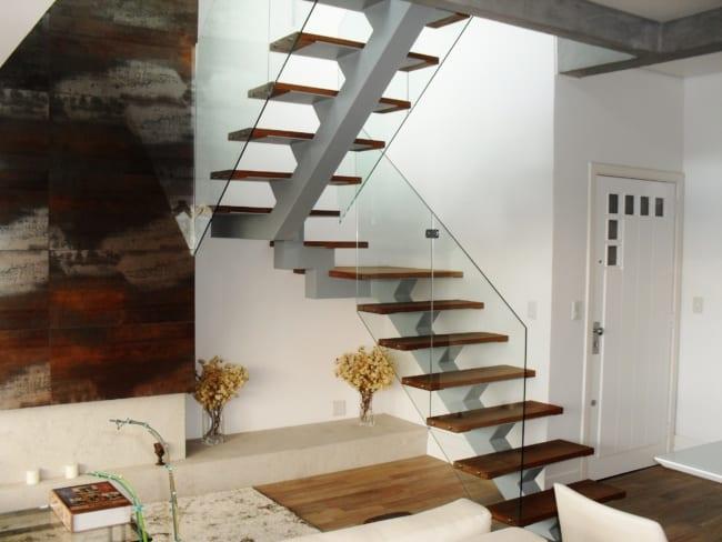 escada espinha de peixe em U com viga de concreto