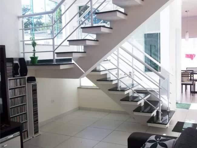 escada em U com viga central