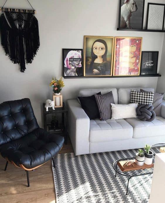 sala pequena com poltrona costela de couro preto