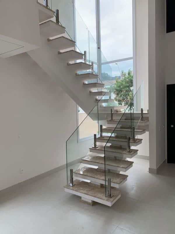escada espinha de peixe em U com piso de marmore
