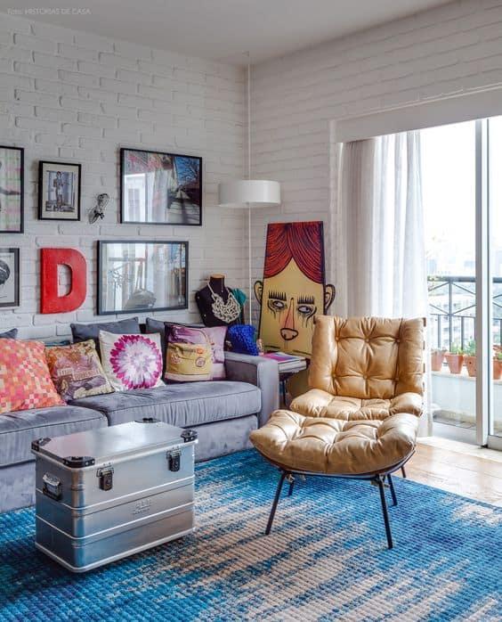 sala moderna com poltrona costela em couro