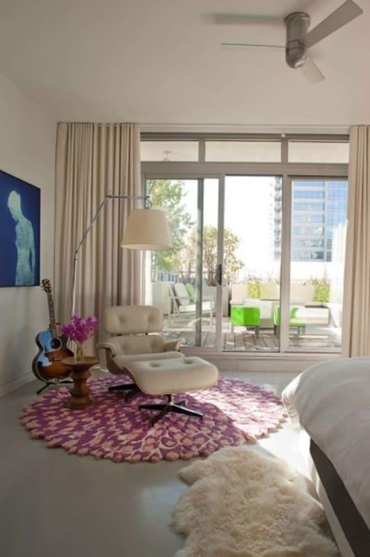 como decorar quarto com poltrona Charles Eames