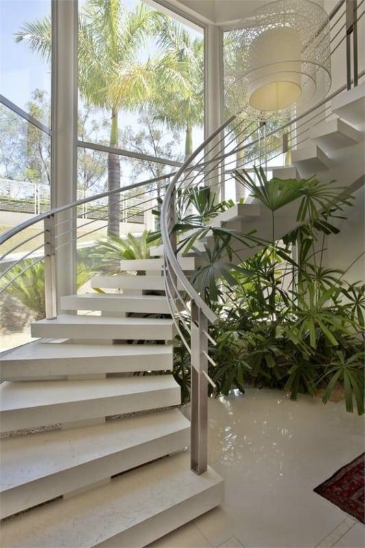 escada curva espinha de peixe com porcelanato