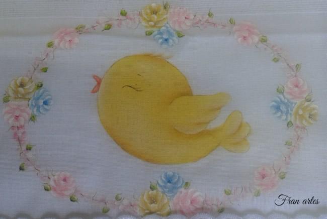 fralda com pintura de passarinho amarelo