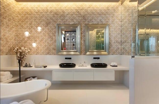 banheiro de luxo cor areia