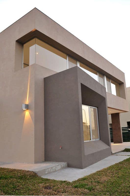 fachada moderna com telhado embutido cor areia