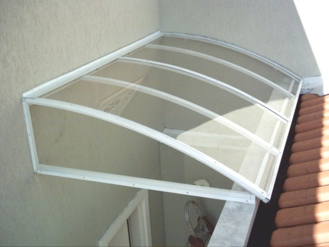 toldo de policarbonato transparente