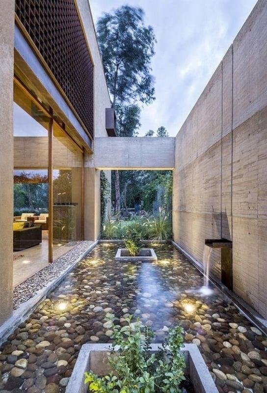 jardim de inverno moderno com cascata na parede