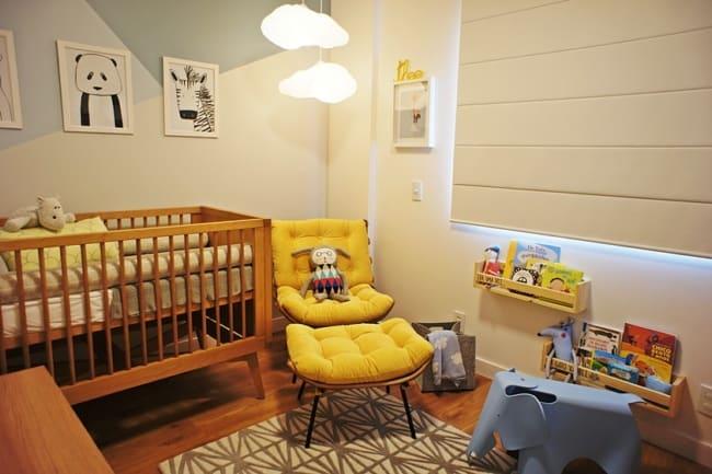 quarto de bebe com poltrona costela amarela