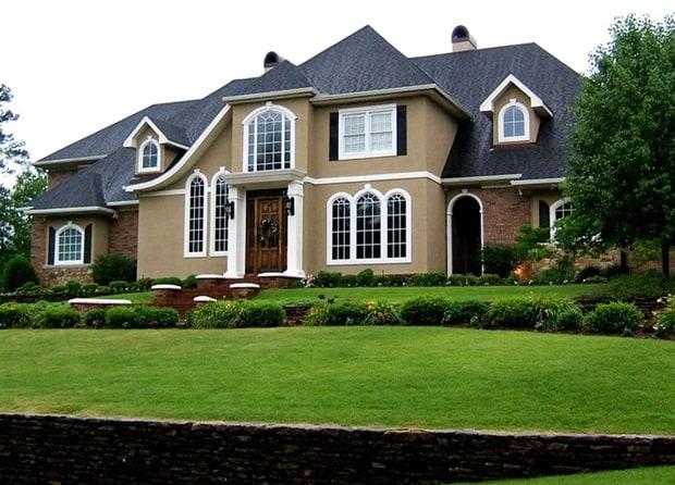 Belissima casa com tom de camurca no lado externo