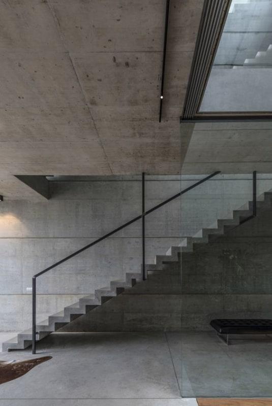 Escada cascata no estilo reto