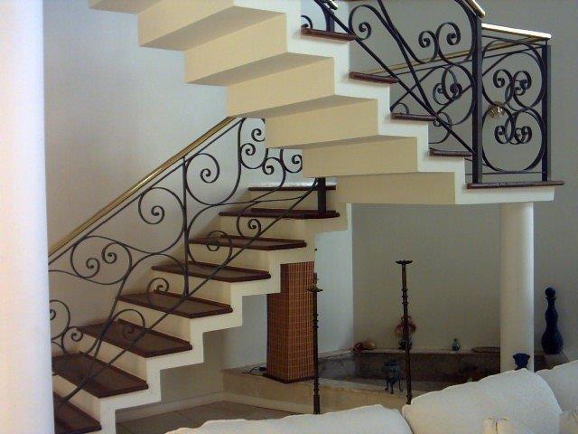 Escada de concreto no estilo plissada