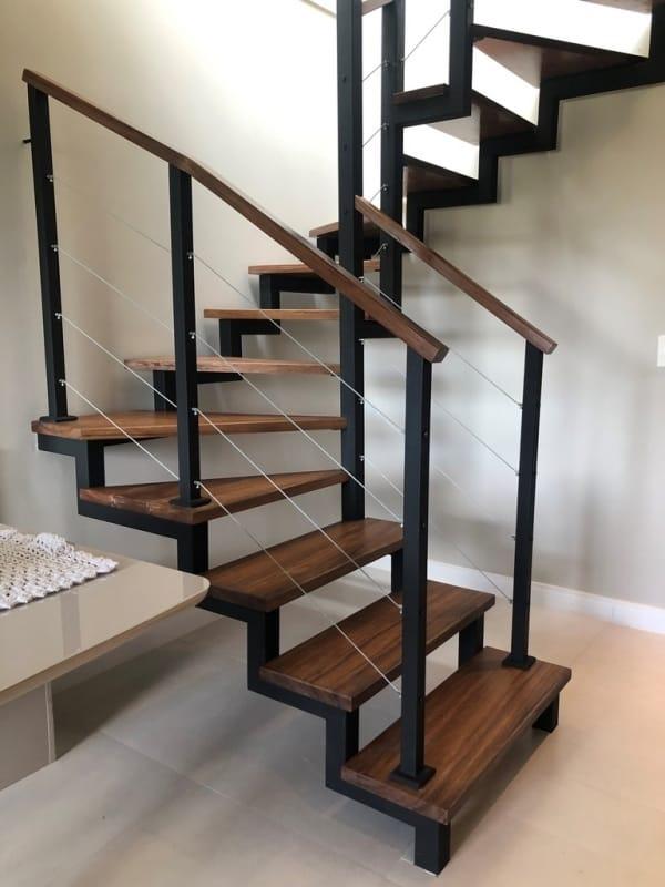 Escada de madeira e ferro no estilo cascata 1