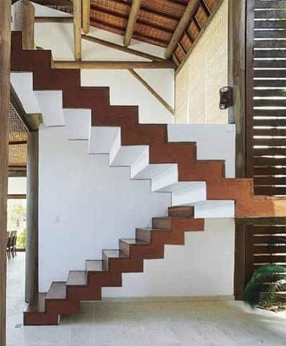 Escada de madeira no estilo plissada