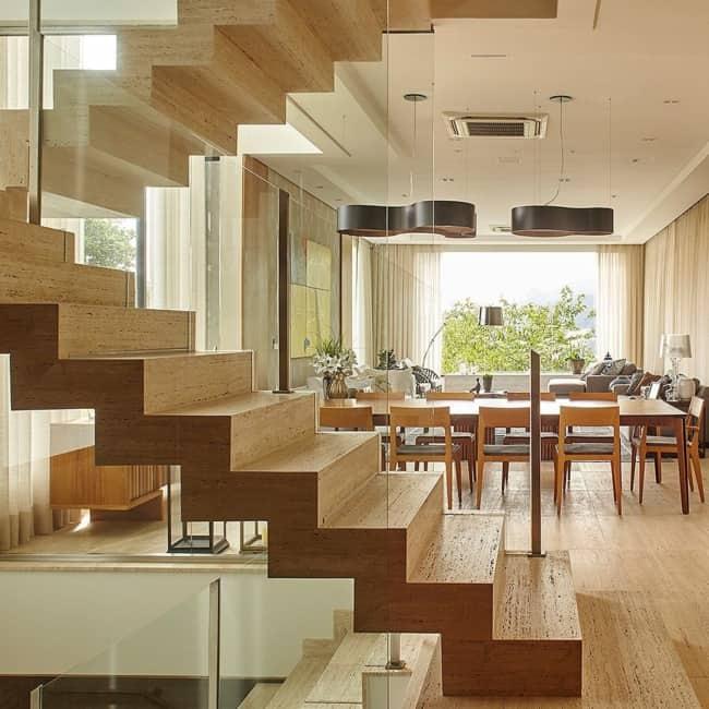 Escada de madeira no modelo U 1
