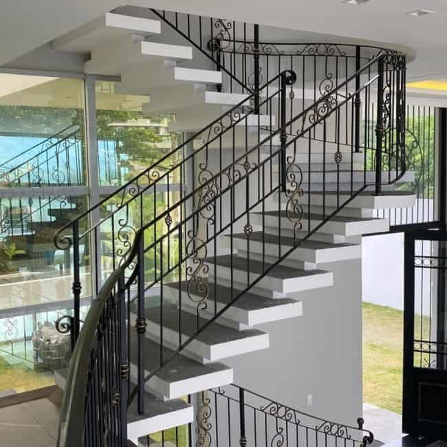 Escada em U no estilo plissada
