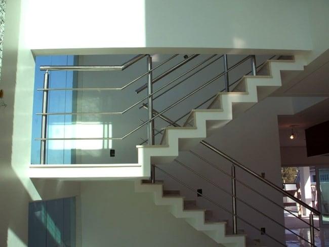 Escada em U no modelo plissado