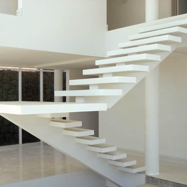 Escada em formado de U com viga central