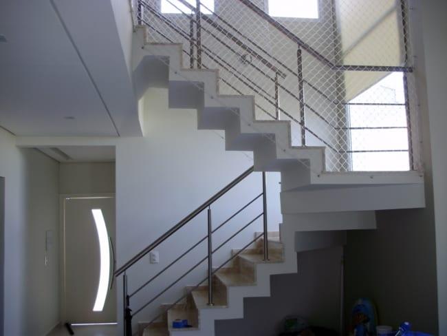 Escada interna em formato de U