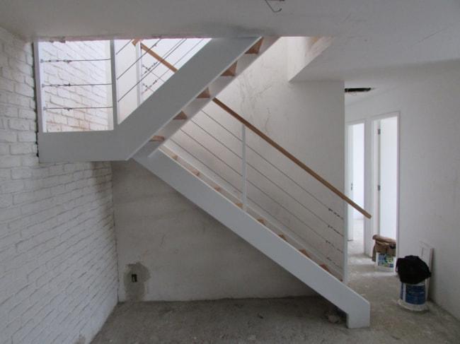 Escada interna na etapa da construcao