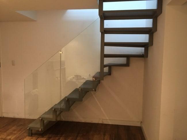 Escada modelo cascata com vidro