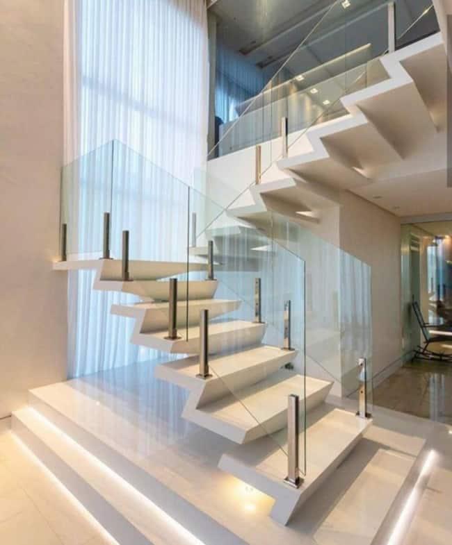Escada moderna em modelo U