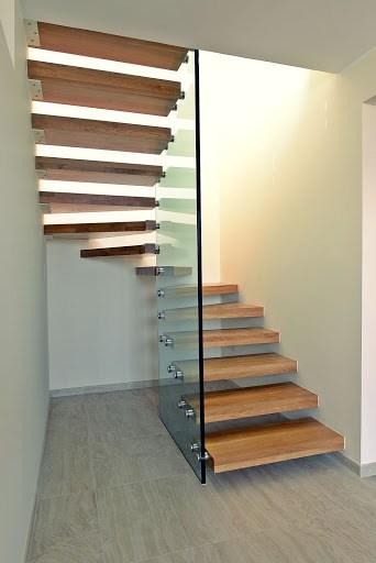 Escada moderna no formato de U