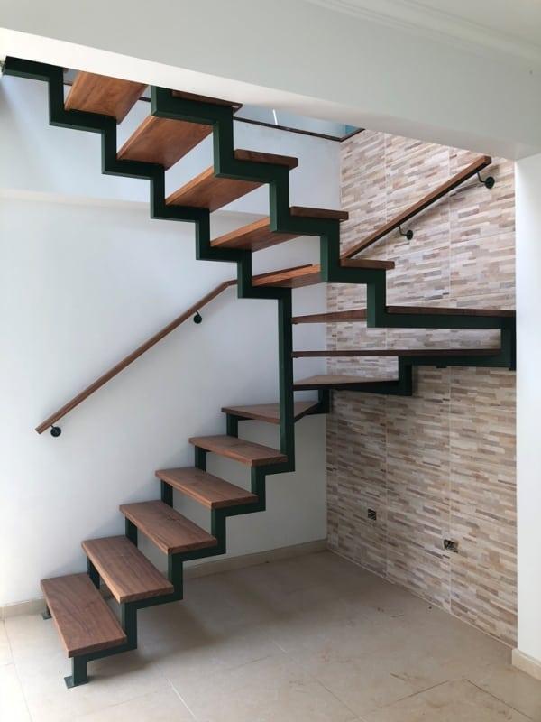 Escada no estilo industrial